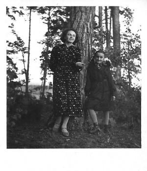 https://historialomzy.pl/wp-content/uploads/2009/10/Alicja-i-Maria-Kossaki-4.10.1937-300x350.jpg