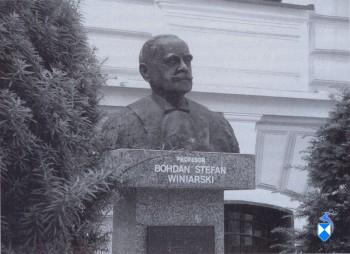 Pomnik Bohdana Stefana Winiarskiego z 121987 r. przy ul.Dwornej (2005 r.)