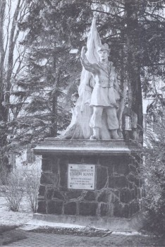 Pomnik Stacha Konwy z 1958 r. przy ul. Wojska Polskiego. (2005 r.)
