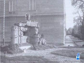 Pomnik - bunkier w koszarach (2005 r.)