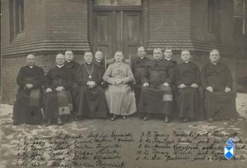 Zjazd ksiezy wyswieconych w Gnieznie w 1898 r. Poznan 1923 r
