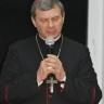 Biskup Tadeusz Bronakowski przewodniczy modlitwie w intencji Ojczyzny
