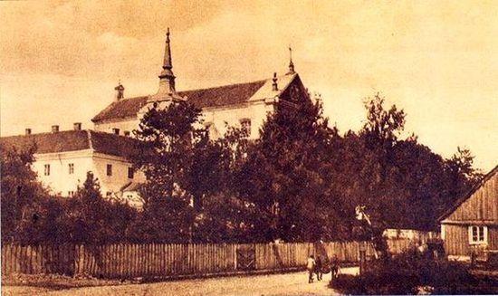 Widok ogólny klasztoru i kościoła w Szczuczynie.pw.Imienia NMP