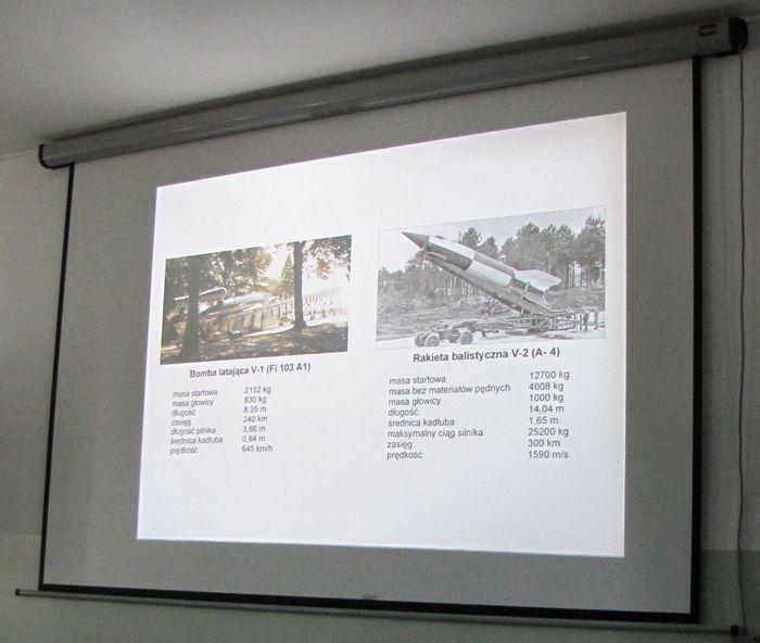 Pomniki V1 i V2