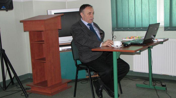 Pan Czesław Rybicki rozpoczyna wykład.