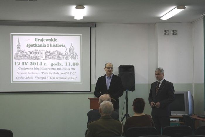 Dr.Tomasz Dudziński przedstawia pierwszego prelegenta Kordaszuka