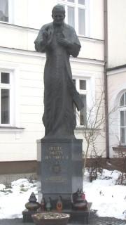 Pomnik JPII na Placu JPII, przed WSD