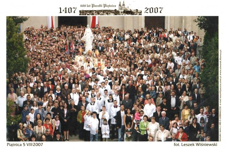 Zdjęcie jubileuszowe z uroczystych obchodów 600-lecia parafii Piątnica