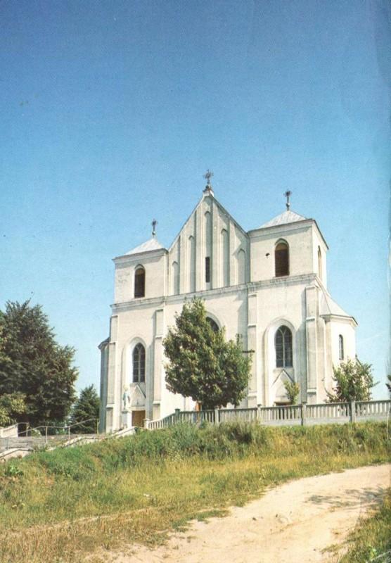 Kościół odbudowany po II wojnie światowej, ale jeszcze bez wież