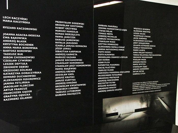 Centrum Opatrzności Bożej. Warszawa. Tablica pamiątkowa. 3 rocznica SMOLEŃSKA. Autor Chludziński J