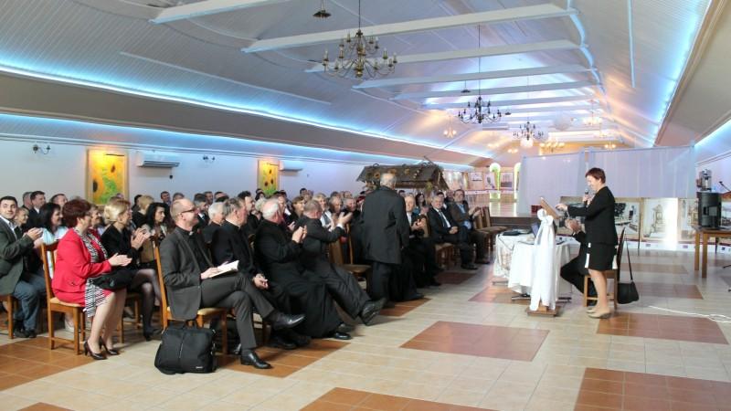 Prelekcja na temat albumu. Brawa dla księdza prałata Edwarda Zambrzyckiego - budowniczego wież kościelnych i złotego jubilata w kapłaństwie