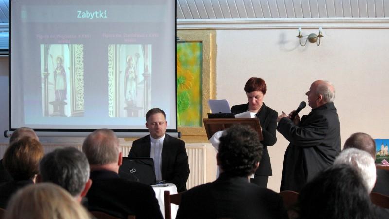 Prezentacja XVIII-wiecznych figur św. Wojciecha i św. Stanisława