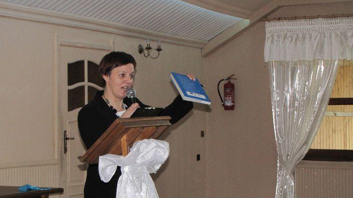 Mgr Beata Sejnowska – Runo – 100 lat kościoła w Piątnicy – świadectwo życia i żywej wiary pokoleń – prezentacja książki