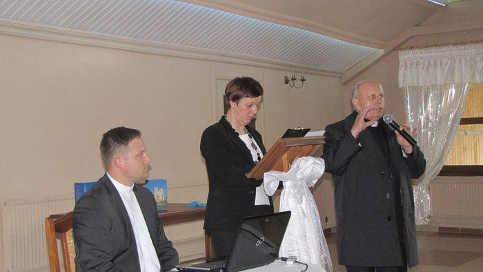 O budowie nowego ołtarza opowiada ks. prałat Edward Zambrzycki.