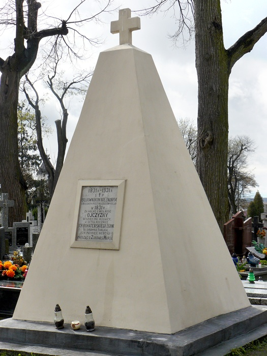 Pomnik w hołdzie powstańcom listopadowym na cmentarzu parafialnym w Łomży