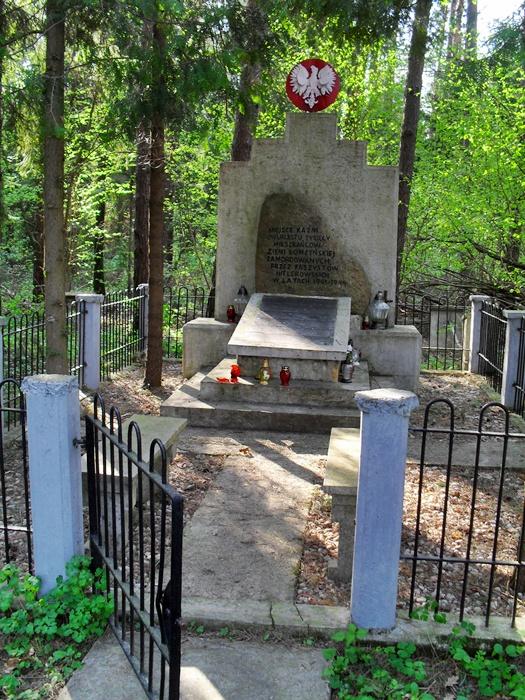 Pomnik-w-lesie-giełczyńskim-poświęcony-wszystkim-zamordowany-1.-Autor-Sobieszuk-A.