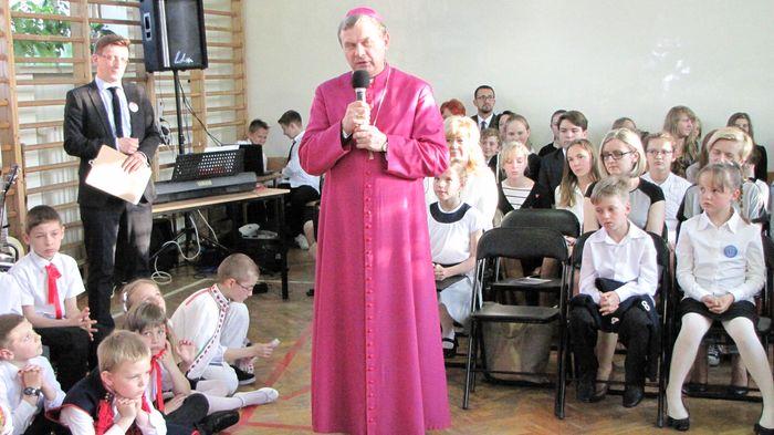 Przemawia ks. bp Tadeusz Bronakowski