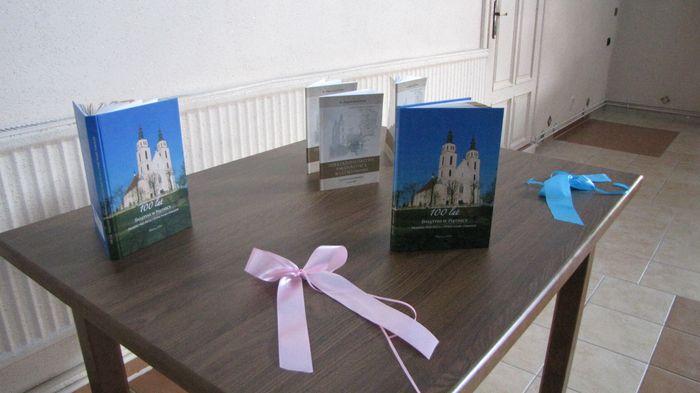 Publikacje wydane z okazji 100-lecia świątyni murowanej w Piątnicy