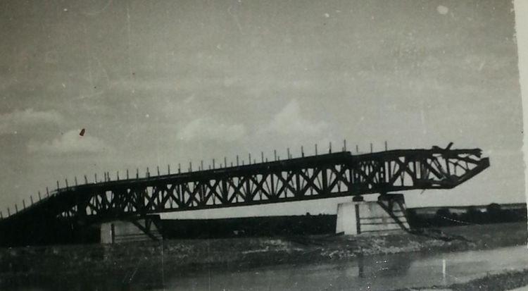"""Zerwany most """"żelazny"""" na Narwi"""