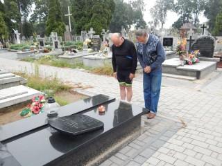 Hołd na grobach powstańców w Ostrowi Mazowieckiej