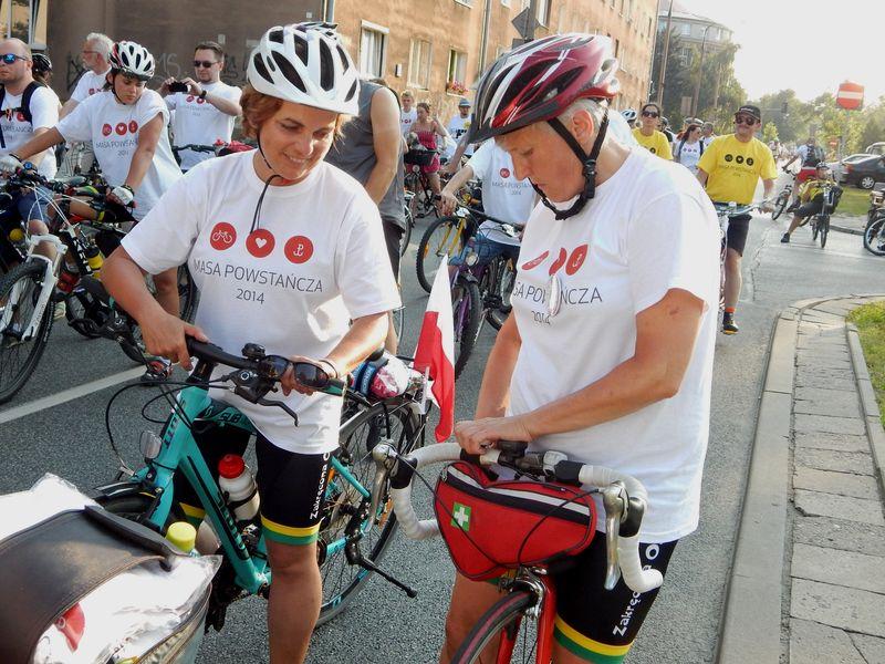 Masa powstańcza rusza ulicami Warszawy