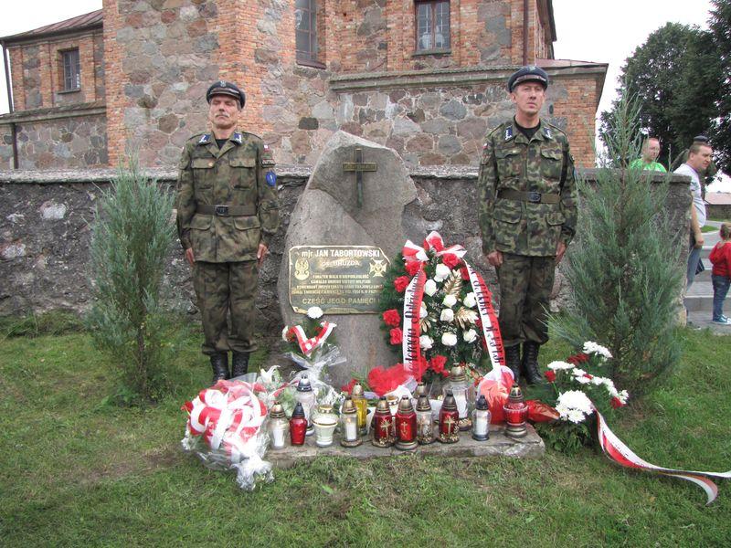 Grób symboliczny w Przytułach majora Jana Tabortowskiego (Bruzda)
