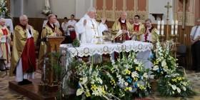 biskupi łomżyńscy koncelebrują uroczystą Eucharystię