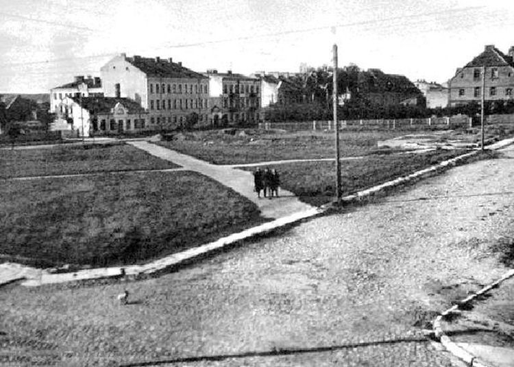 Kto pamięta czasy gdy ulicę Bernatowicza i Stacha Konwy łączył plac?