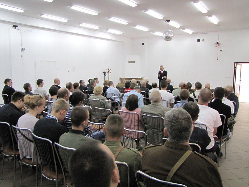 Widok na salę wykładową z końca sali