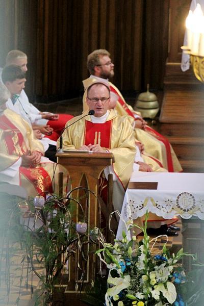 za księdzem proboszczem widzimy misjonarza - ojca Mirosława