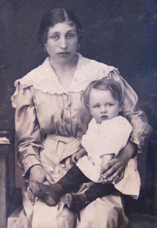 Kossakowski-Staś-z-mamą-1920-r