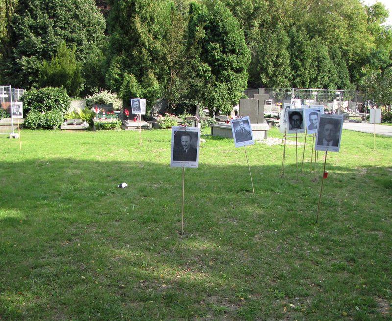 Powązki_miejsce ekshumacji ofiar zbrodniarzy komunistycznych tzw. Łączka