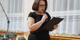 Odczytanie listu Jerzego Smurzyńskiego przez dyrektora szkoły w Jeziorku Halinę Chełstowską