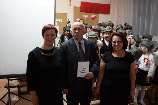 organizatorzy wieczornicy z p. Marianem Komosą