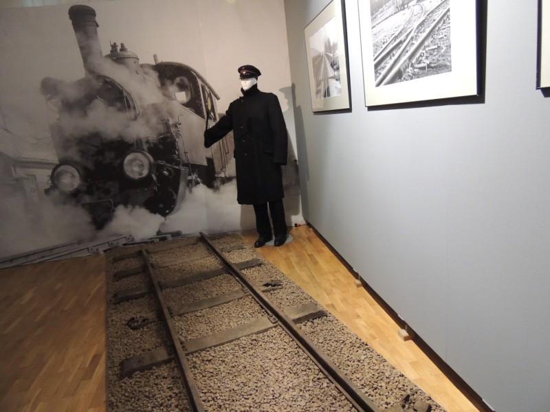 Fotka z wystawy w-Muzeum-Kultury Kurpiowskiej w Ostrołęce. Pociąg do Kurpi