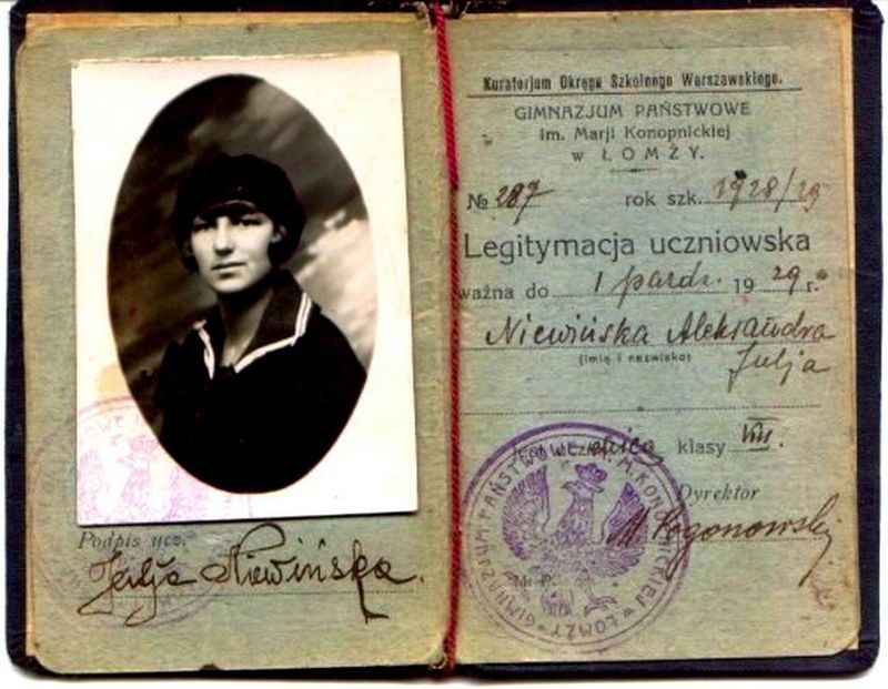 Legitymacja  Niewińskiej Aleksandry, uczennicy  Gimnazjum Państwowym im. Marii Konopnickiej w Łomży