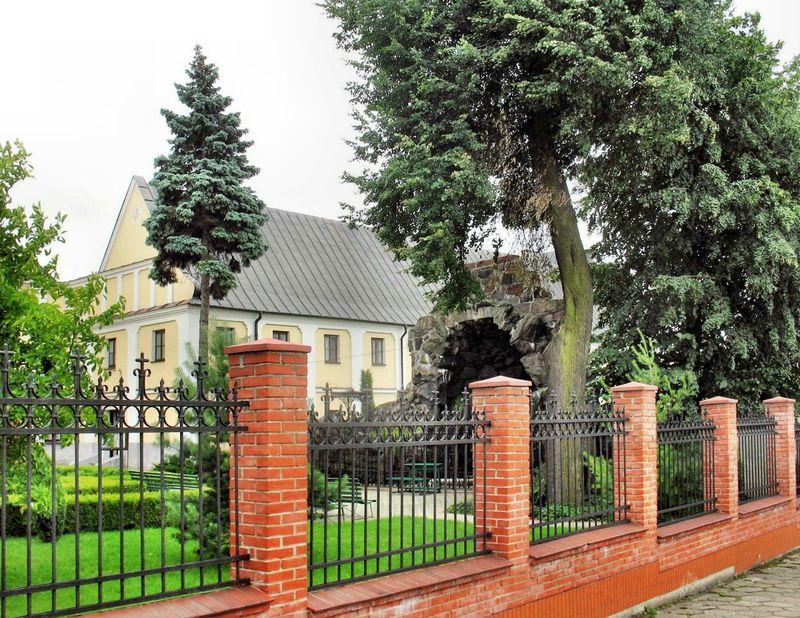 Widok na na Opactwo Benedyktynek od ulicy Dwornej.
