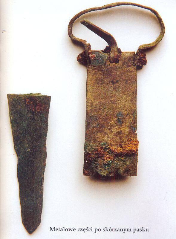 Metalowe części po skórzanym pasku