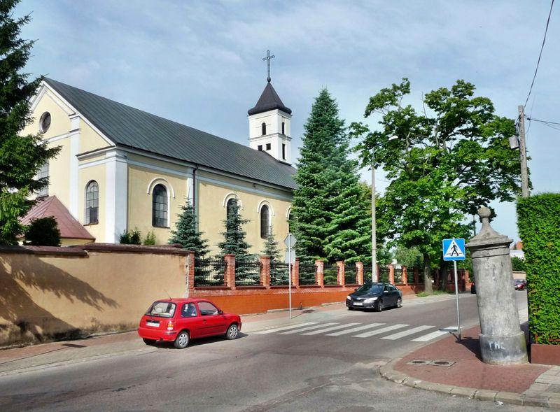 Widok na Kościół Trójcy Przenajświętszej od strony ulicy Dwornej