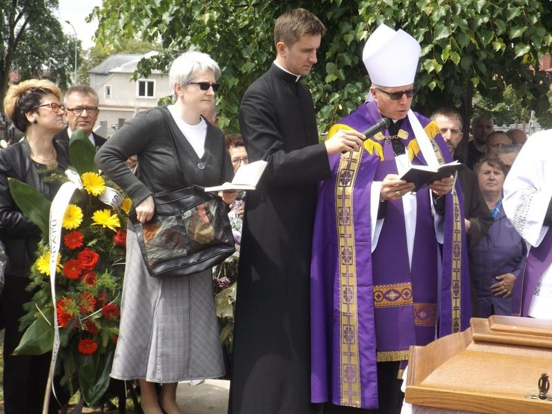 Biskup. Janusz Stepnowski żegna O Zbigniewa Konopkę.