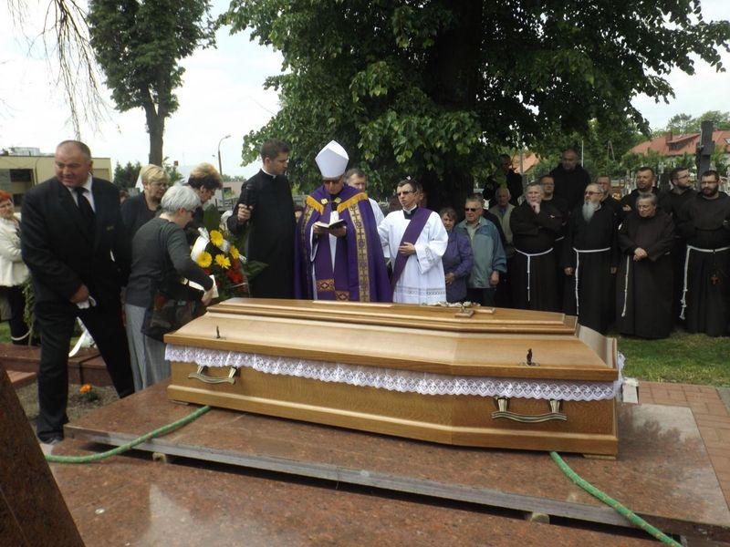Biskup. Janusz Stepnowski żegna o. Zbigniewa Konopkę 2.