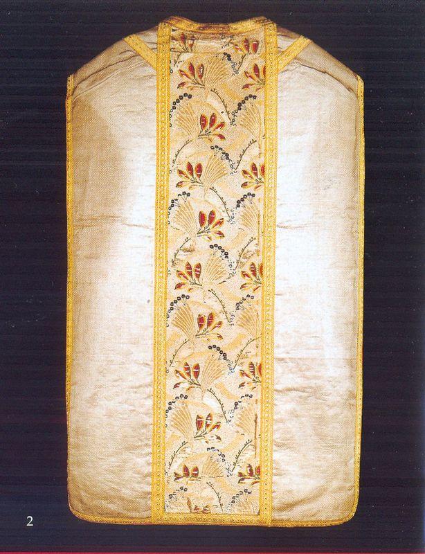 Ornat z połowy XVIII w., kolumna w złote wachlarzyki