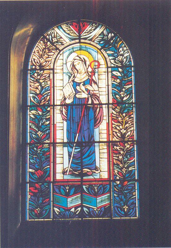 Witraż Św. Scholastyki w kościele Świętej Trójcy