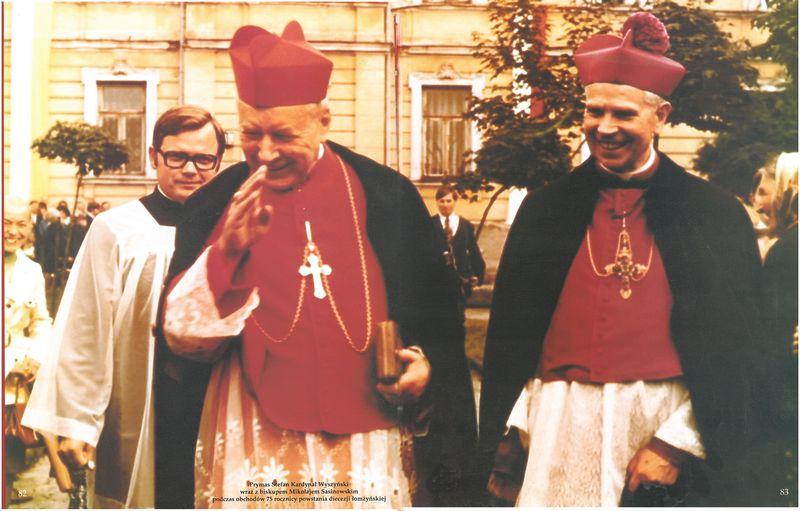 Prymas Stefan Kardynał Wyszyński wraz biskupem Mikołajem Sasinowskim podczas obchodów 50 rocznicy powstania diecezji łomżyńskiej