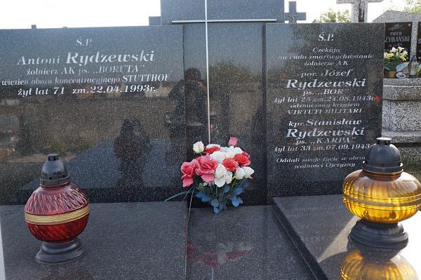 Grób rodziny Rydzewskich z Jeziorka