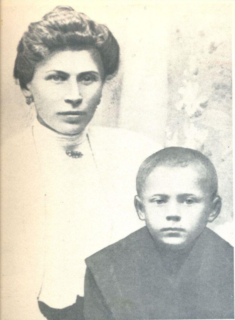 Z matką Julianną. Zuzela 1906 r.