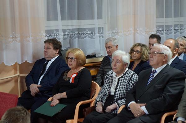 od lewej - Zbigniew Piotrowski, Halina Chełstowska, Zygmunt Zdanowicz z małżonką