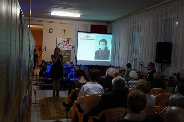 "Kasia Borkowska śpiewa o ""Ince""."