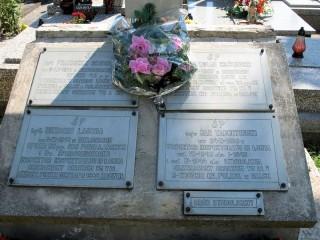 Symboliczny grob