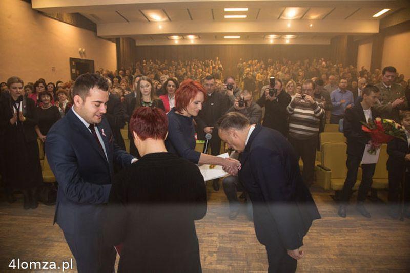 W imieniu Jerzego Smurzyńskiego akt nadania odebrali Beata Sejnowska-Runo i Czesław Rybicki